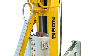 Easily Lift heavy containers on and off chassis
