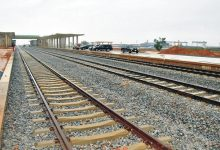 Chinese firms have signed an agreement to construct a railway line in Tanzania to connect its main port to neighbouring countries.